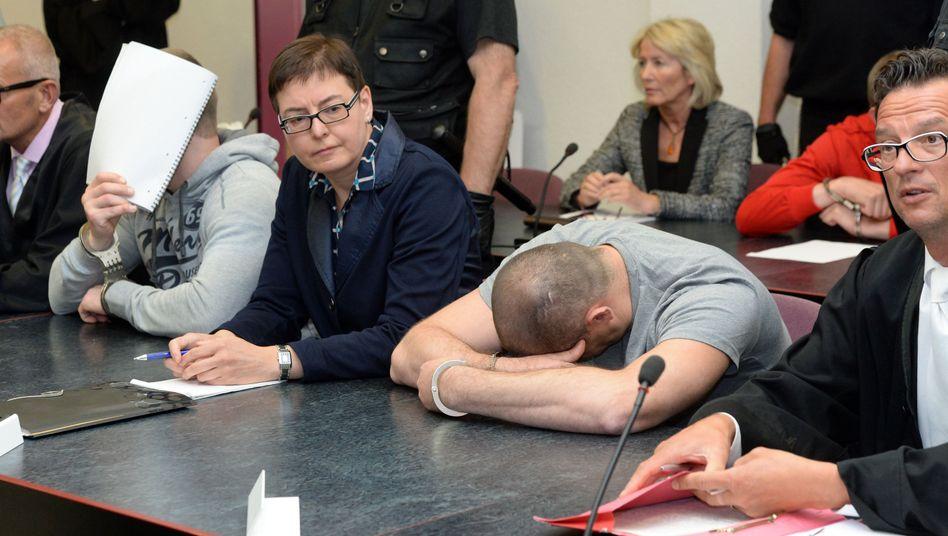 Angeklagte im Landgericht (Archivfoto): Bundesrichter ordnen neuen Prozess an