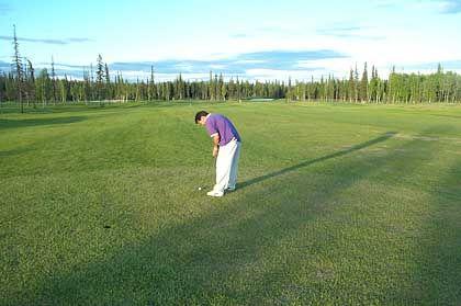 Golfen rund um die Uhr: Vier Wochen lang im Juni und Juli wird es nicht dunkel auf Alaskas Golfplätzen