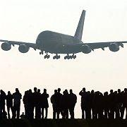 A380 beim Anflug in Hamburg: Montage und Auslieferung bleiben in der Hansestadt