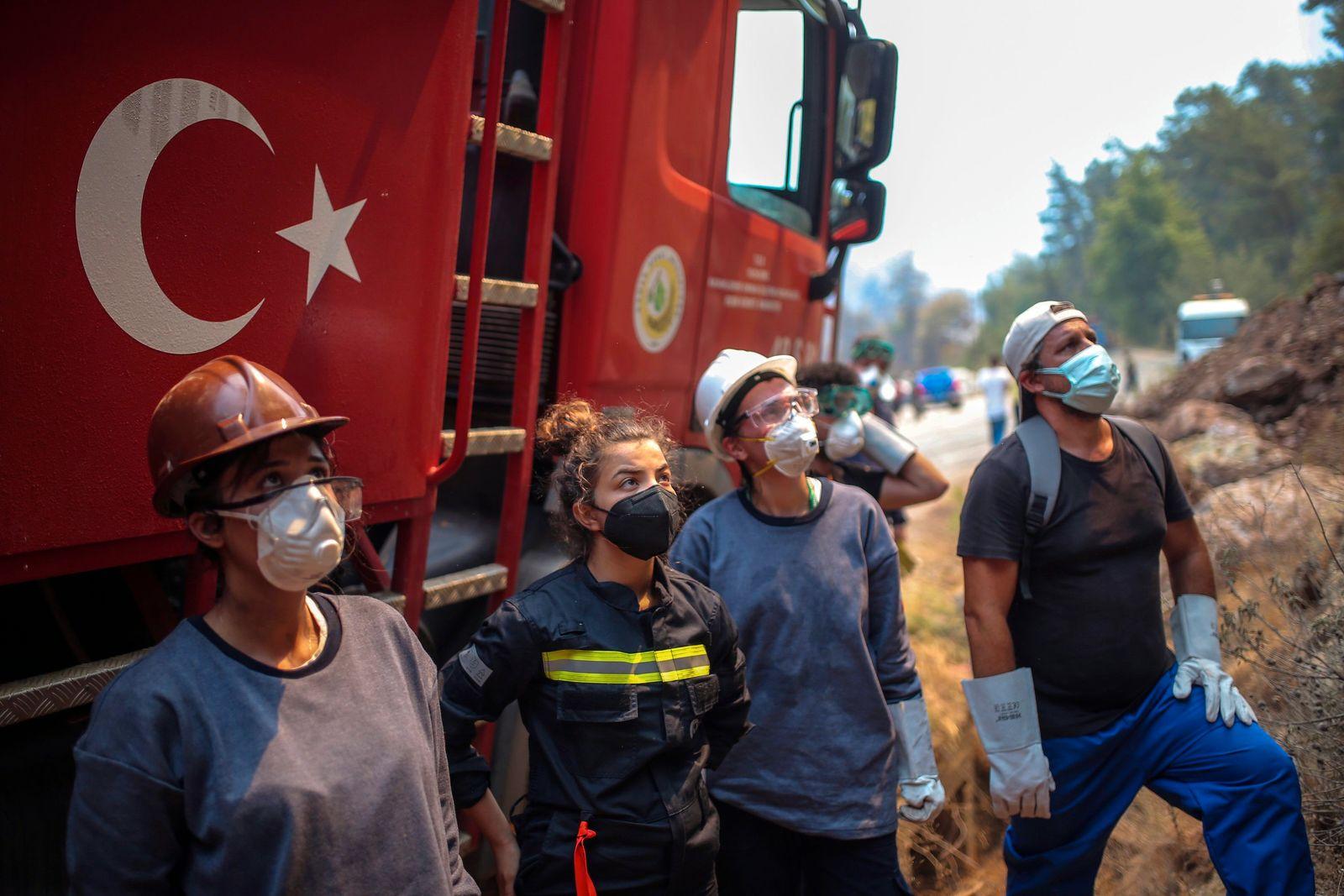 APTOPIX Turkey Wildfires