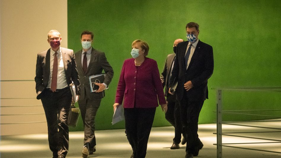 Berlins Regierender Bürgermeister Michael Müller, Kanzlerin Angela Merkel, Bayerns Ministerpräsident Markus Söder (v.l.)