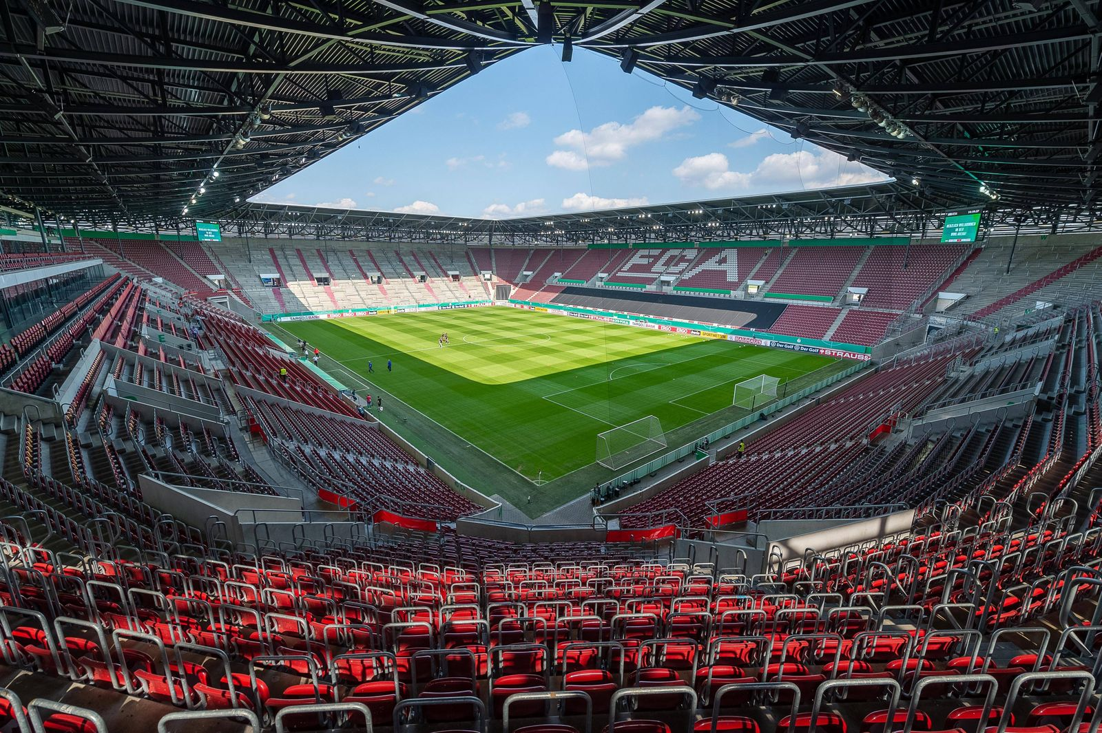 Geisterspiel, leere Raenge, keine Fans, leeres Stadion, MTV Eintracht Celle vs. FC Augsburg, Fussball, Herren, DFB-Poka