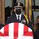 Menge buht Donald Trump am Sarg von Bundesrichterin Ginsburg aus