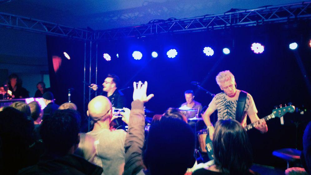 U2s Auftritt im Treppenhaus: Rückbesinnung in Oberhausen