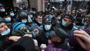 Demonstranten fordern »Verräter, weg«