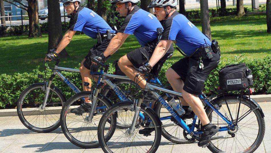 Radelnde Polizisten: Thomas Kiraly (l.), Andreas Hofmann und Carsten Ulbricht (r.)