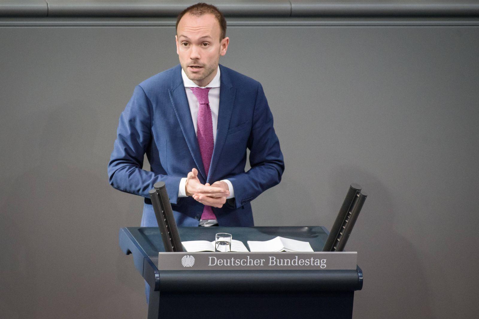 Sitzung des deutschen Bundestags Deutschland, Berlin - 25.10.2019: Im Bild ist Nikolas Löbel (CDU) während der Sitzung