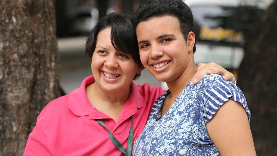 Dina Marquez mit ihrer Partnerin Fanyhud (links)