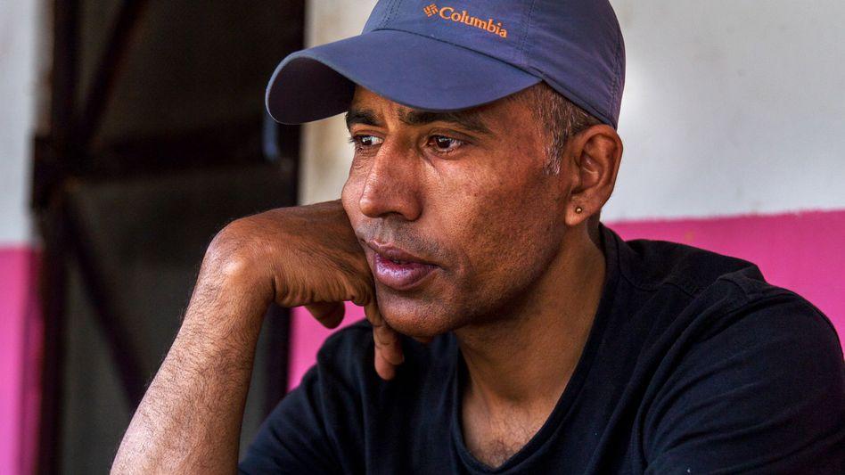 Yuabraj Dahal, 43, hat 17 Jahre in Dubai gelebt und gearbeitet – und fast sein gesamtes Einkommen an seine Familie in Nepal geschickt. Nun ist er zurück in der Heimat und arbeitslos