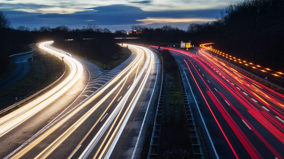 Pendlerverkehr in den Morgenstunden nahe Hannover (Archiv): Abschaffung der Pendlerpauschale würde 5,5 Milliarden Euro bringen