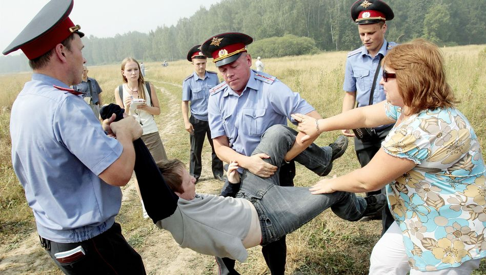 Proteste im Chimki-Wald (am 2. August): Autobahnbau auf Eis gelegt