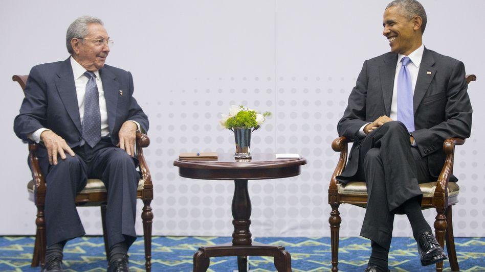 Staatschefs Castro (l.), Obama (im April in Panama): Aussöhnung der Erzfeinde
