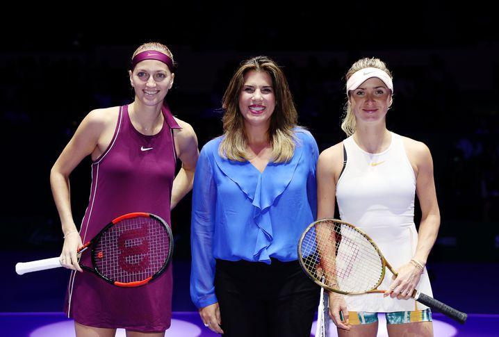 An der Seite von Petra Kvitova (links) und Elina Svitolina: Jennifer Capriati im Oktober 2018