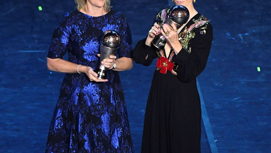 Die beiden Preisträgerinnen: Die US-Amerikanerinnen Jill Ellis (links) und Megan Rapinoe