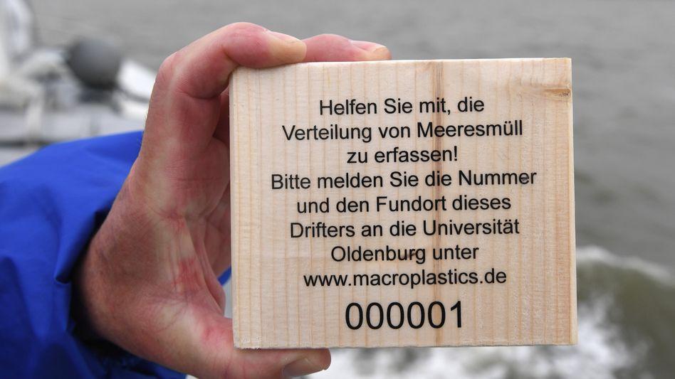 Holzdrifter zur Erfassung des Meeresmülls