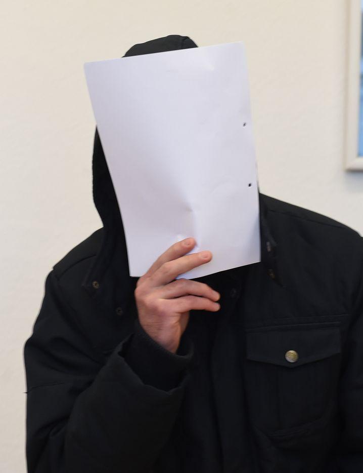 Der Angeklagte Mohammed A. vor Beginn der Verhandlung im Saal des Amtsgerichts Bremervörde