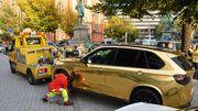 Polizei stellt goldenes Auto sicher