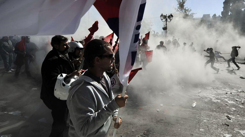 Straßenschlachten in Athen: Demonstranten gehen aufeinander los