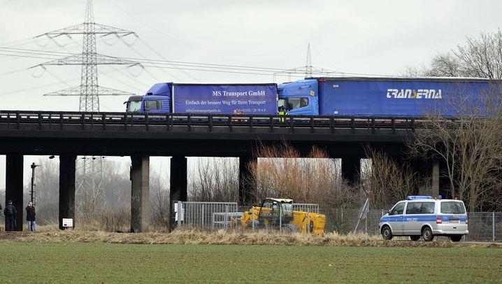 Karambolage auf der A57: Schwere Verkehrsbehinderungen nach Unfall