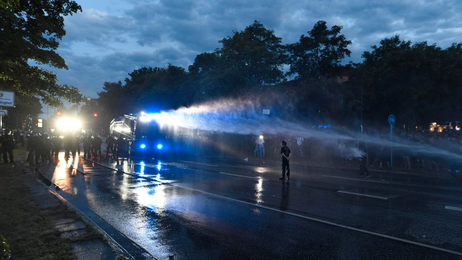 Police using water cannon in Hamburg on Thursday night.