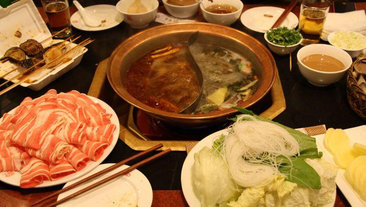 Restaurantbesuch in China: Bestellvorgang mit Diskussionsanteil