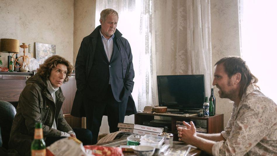 Fellner (Adele Neuhauser) und Eisner (Harald Krassnitzer) mit Verdächtigem: Schlaflos in Wien