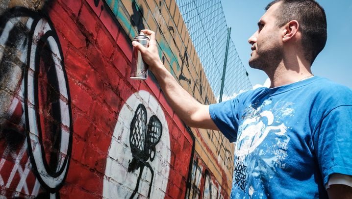 Paint Back: Vom Hakenkreuz zum Zauberwürfel