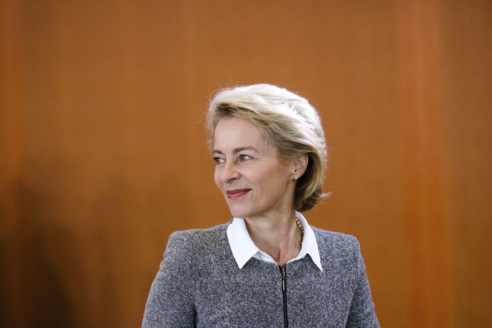 SPIN CDU Syrien SPIEGEL 38/2018 S.26 Ursula Von der Leyen Germany Governemnt