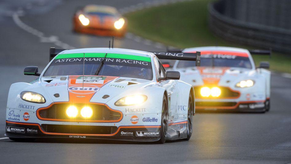 Aston Martin von Frédéric Makowiecki (vorne): In die Leitplanken