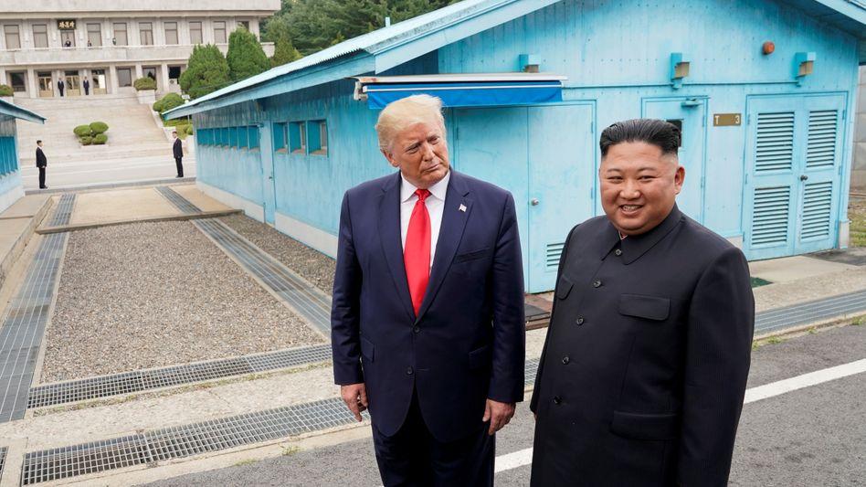 Ex-US-Präsident Donald Trump mit Nordkoreas Diktator Kim Jong Un: Trotz Trumps Entgegenkommen baute das Regime sein Atomwaffenarsenal weiter aus
