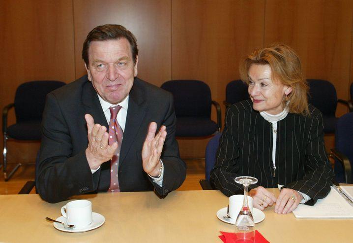 Schröder und Engelen-Kefer im März 2004