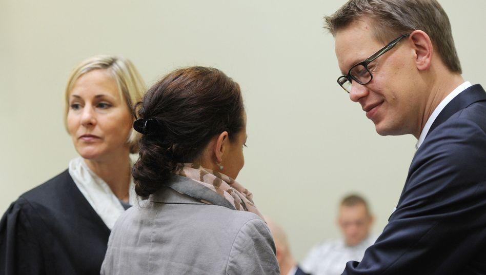 Anwältin Sturm (l.), Angeklagte Zschäpe (Archiv): Differenzen in der Verteidigung