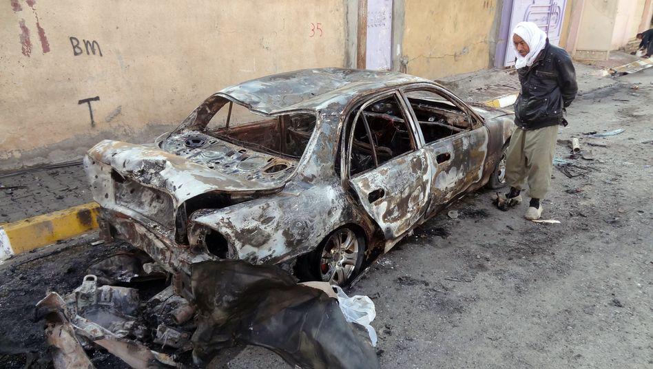 Ausgebranntes Auto in Kirkuk: Anschlagserie erschüttert den Irak