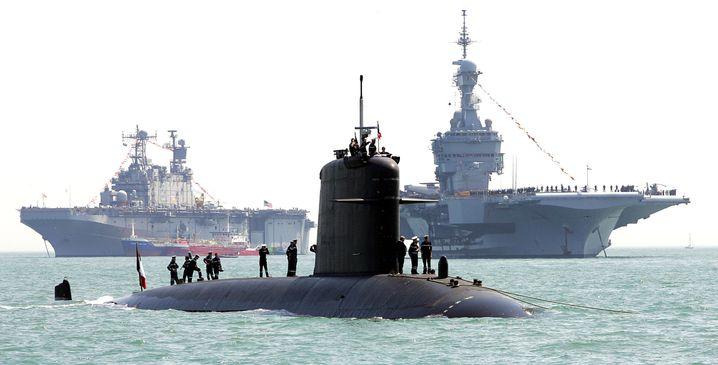 """Archivbild des Atom-U-Boots """"Perle"""" hier vor dem britischen Hafen von Portsmouth"""