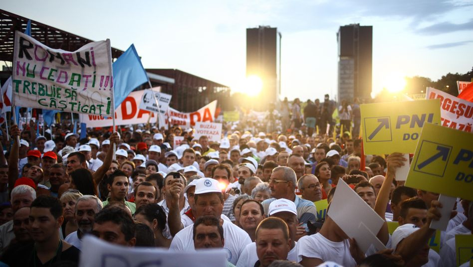 Romania is deeply divided and the country's leaders are doing nothing to heal the gap.