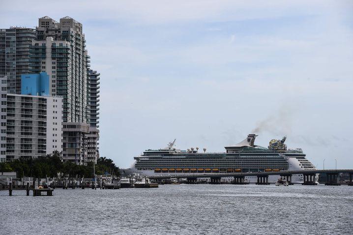 Kreuzfahrtschiff in Miami, Florida