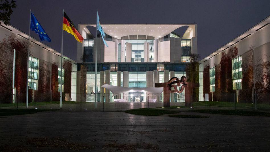 Bundeskanzleramt in Berlin: Hier treffen sich die Chefinnen und Chefs der Bundesländer mit Bundeskanzlerin Angela Merkel zum Corona-Krisengipfel