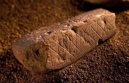 Ockerstück aus der Blombos-Höhle: Kreativ vor 77.000 Jahren?