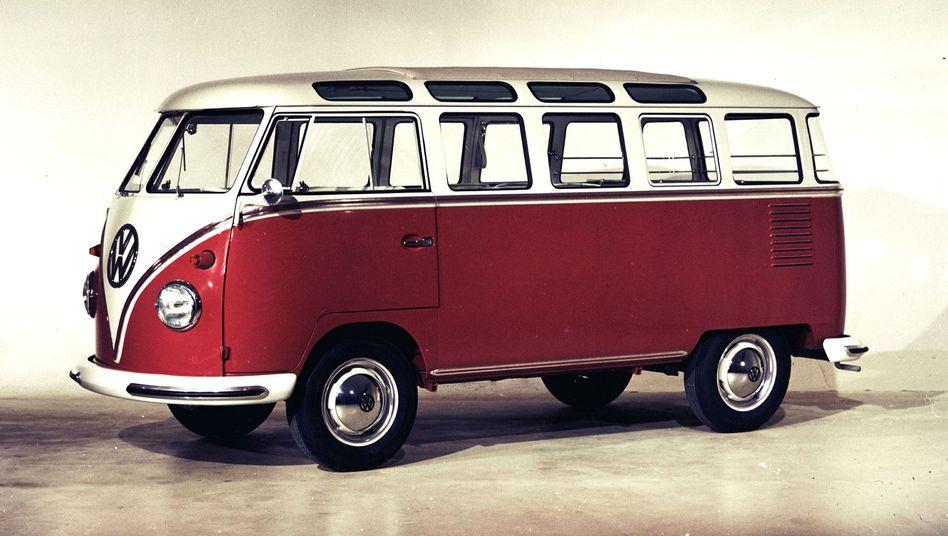 VW Bus: Ein Jahr nach Einführung der Transportversion schickte VW den Kleinbus Samba auf die Straße