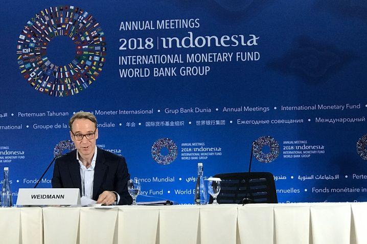 Bundesbankpräsident Jens Weidmann allein bei der Abschluss-PK