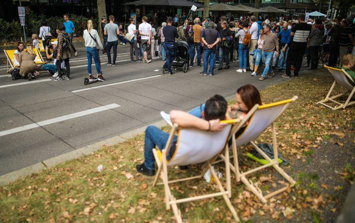 Park statt Parken: Autogegner feiern freie Straßen