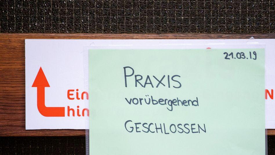 Ein 37-jähriger Sprachtherapeut soll sich auch in seiner Praxis in Würzburg an Kindern vergangen haben (Archiv)