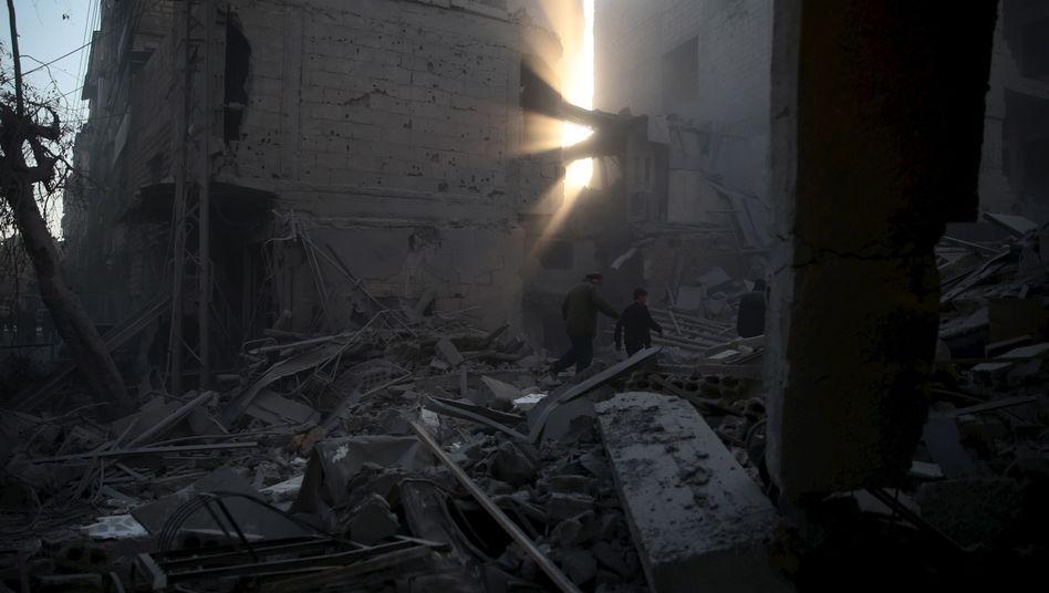 Syrische Oppositionshochburg Duma nach einem Bombenabwurf