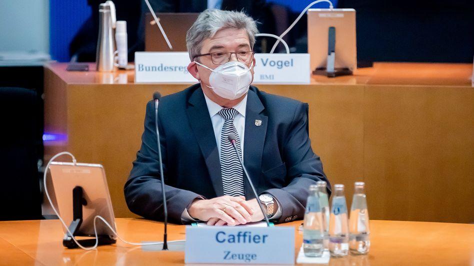 Lorenz Caffier sitzt als Zeuge im Bundestags-Untersuchungsausschuss zum Anschlag am Breitscheidplatz