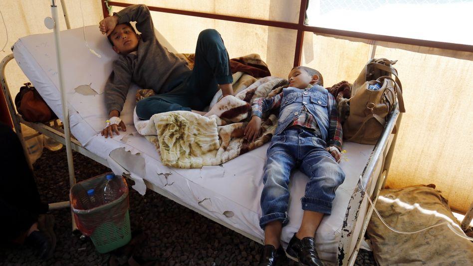 Kinder in einer Krankenstation im Jemen