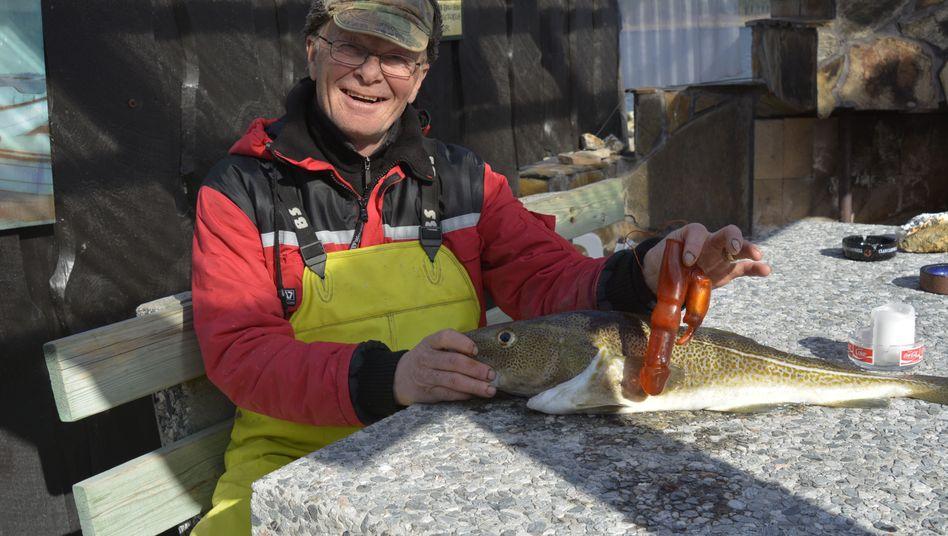 Seltener Fund im Kabeljau: Bjørn Frilund aus Norwegen mit seiner Beute
