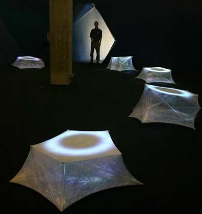 """Ausstellung """"The Dark Side of the Cell"""": Sphärische Klänge im Dunkeln"""