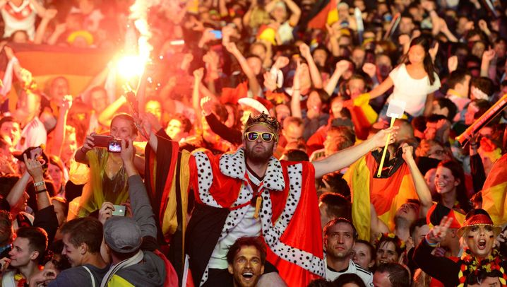 Photo Gallery: Germany Becomes Football's King