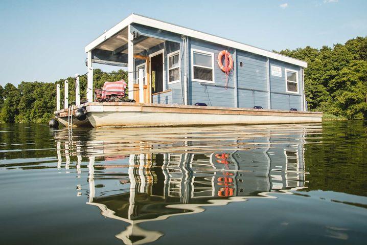Ein schwimmendes Haus zum Mieten: das BunBo-Hausboot