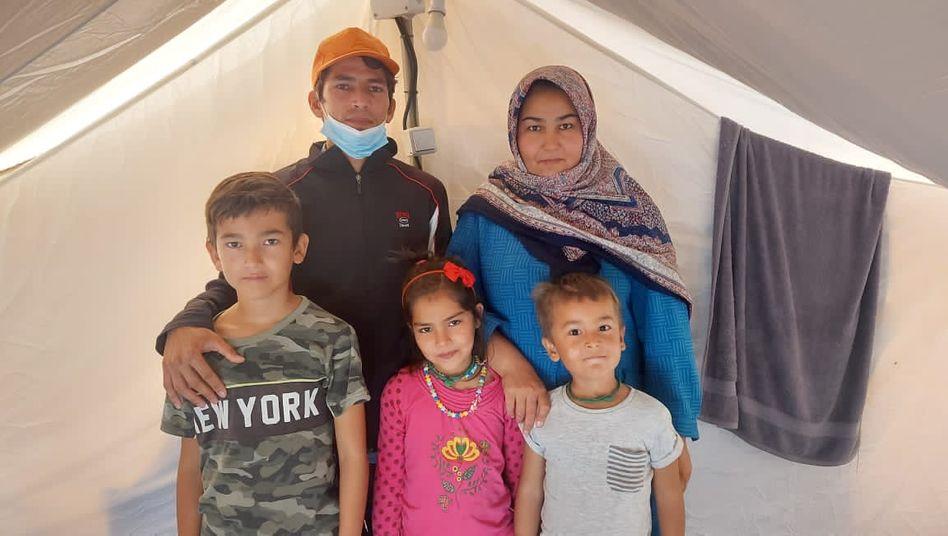 Die Familie Musawi kommt aus Afghanistan. Seit einem Jahr harrt sie auf Lesbos aus